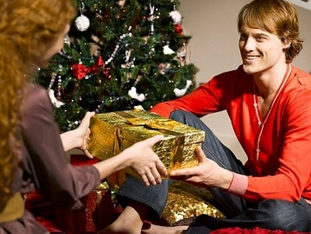 Girlfriend Gift2 How To Buy A Christmas Gift For Your Girlfriend